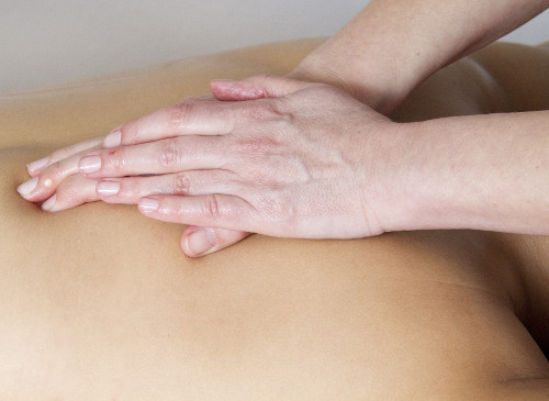 Back physio | Featured image for bulged discs blog.