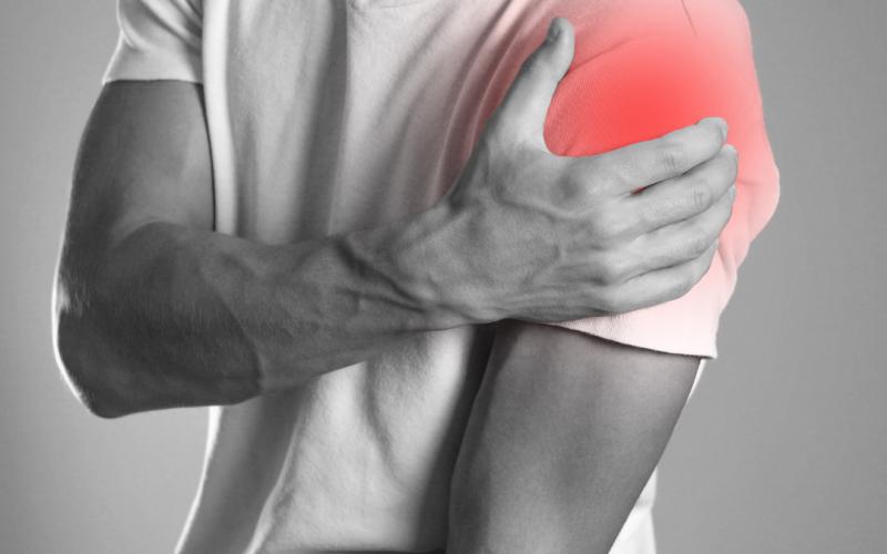 Guy holding his shoulder - Labrum tear | Pivotal Motion